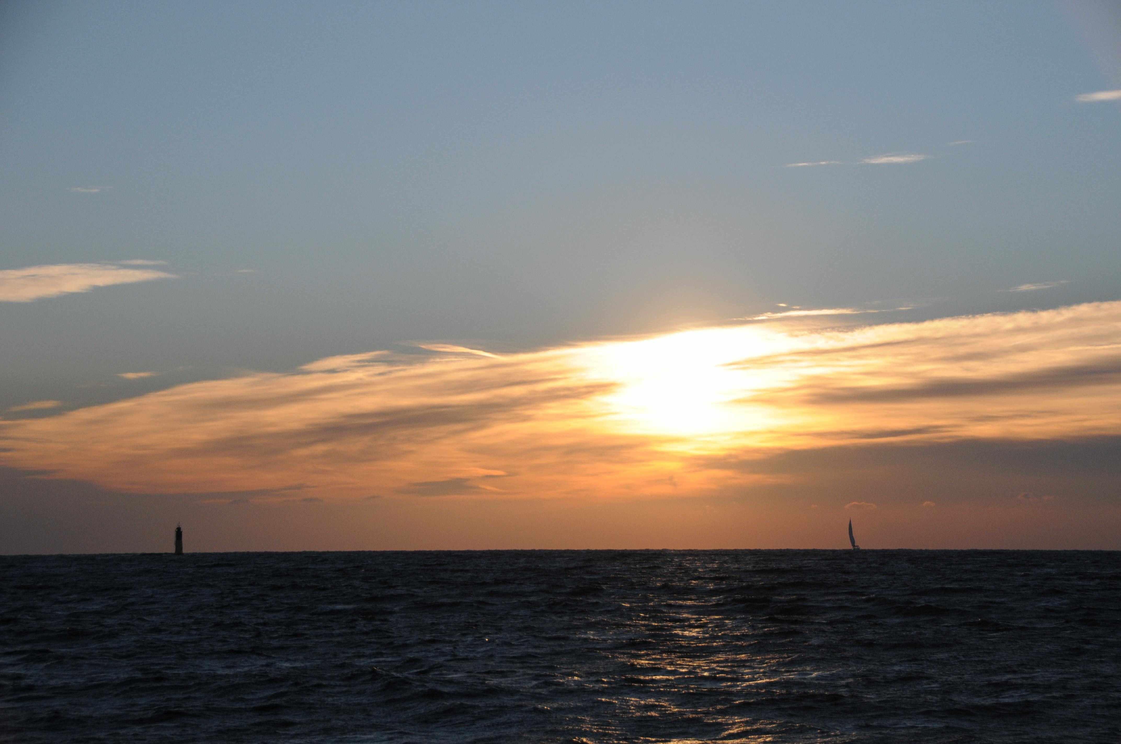 horizon-avec-voile-couché-de-soleil-compressée